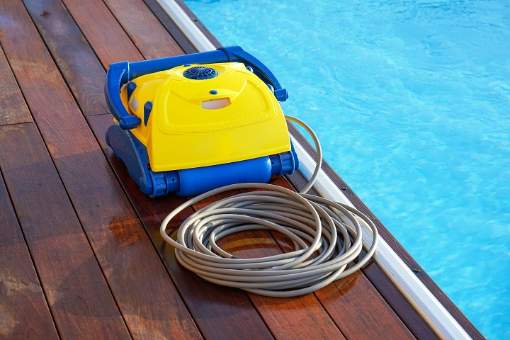 Cleaning-robot-for-cleaning-the-botton-of-swimming-pools