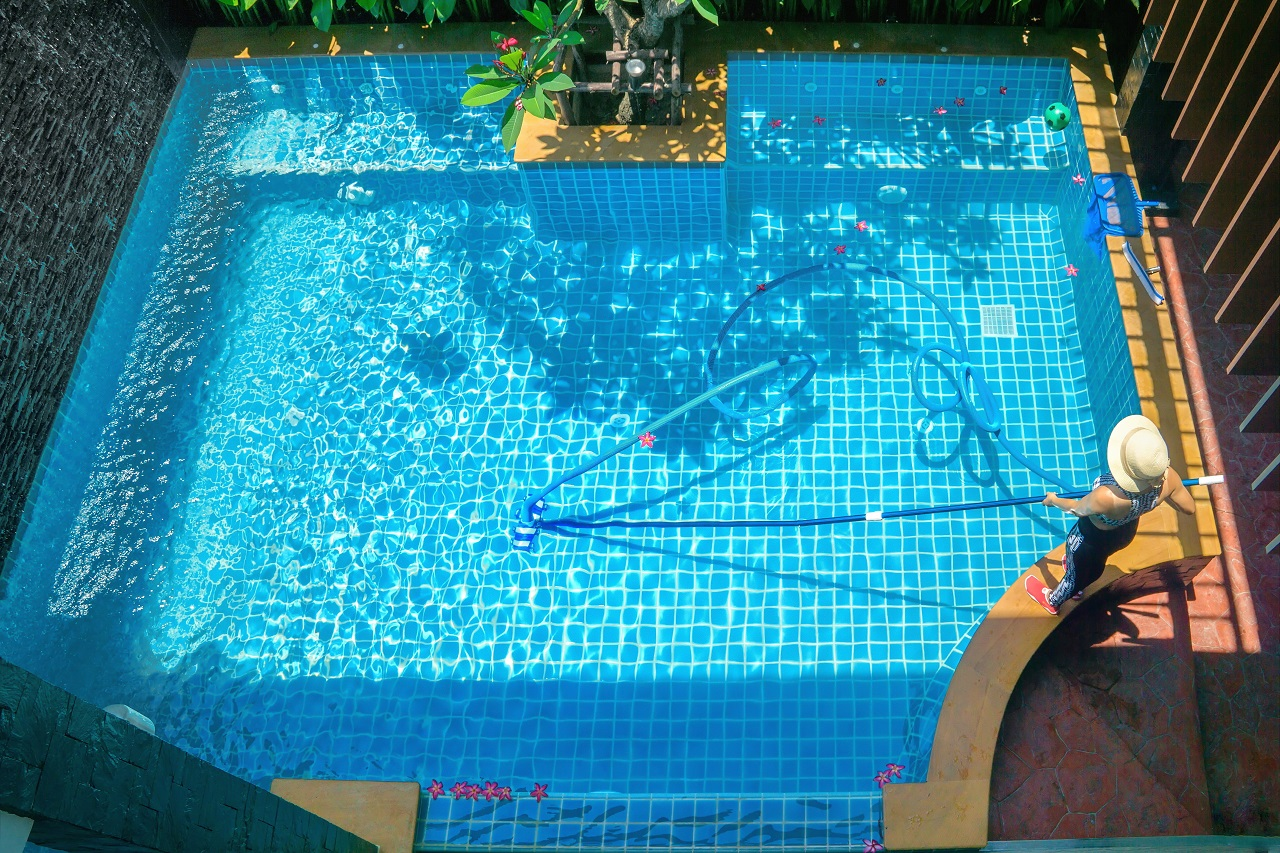 Service-and-maintenance-of-the-pool