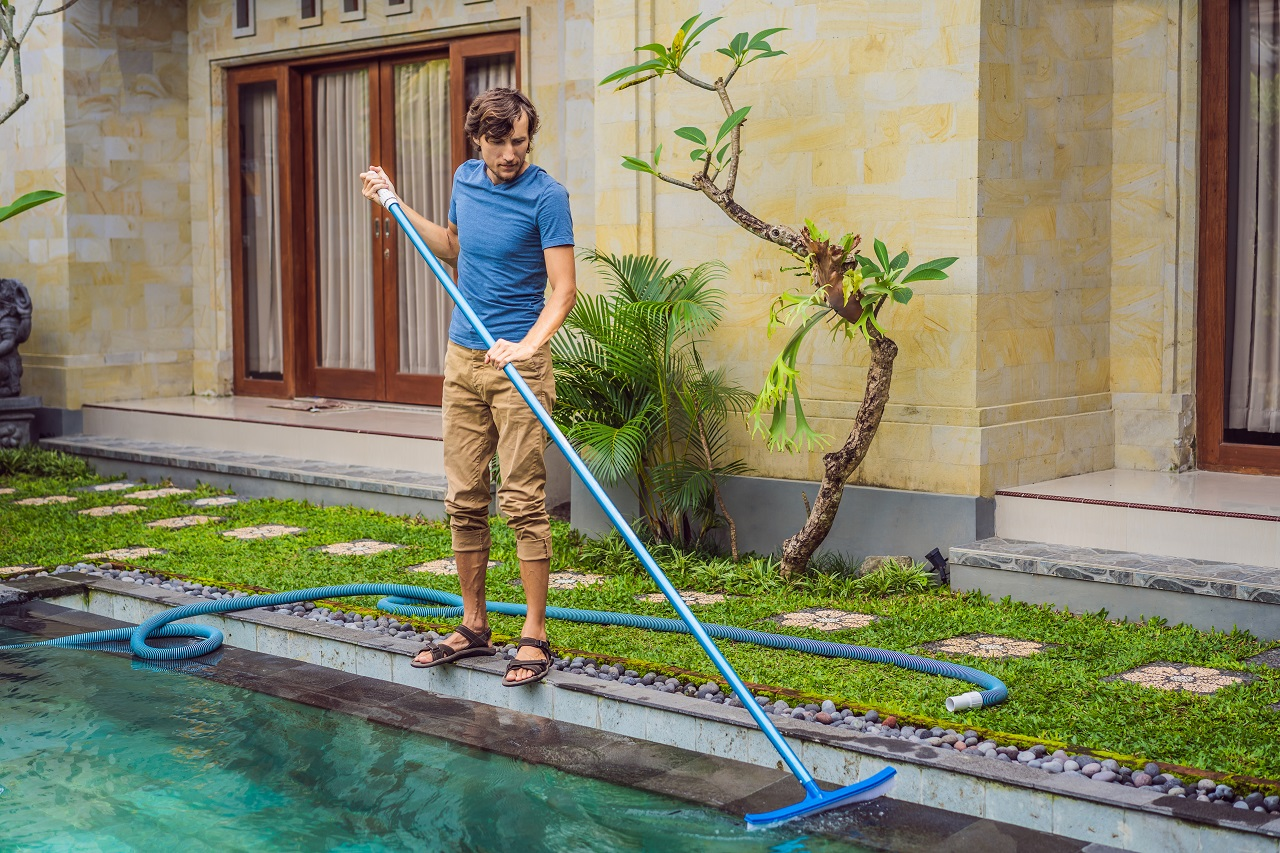 Cleaner-of-the-swimming-pool