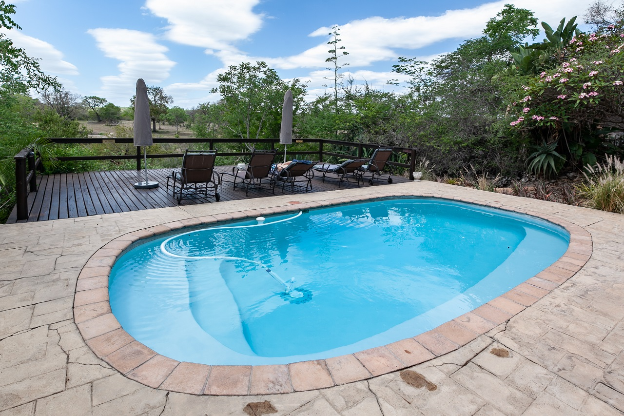 Pool-Cleaner-for-a-Spotless-Swimming-Pool