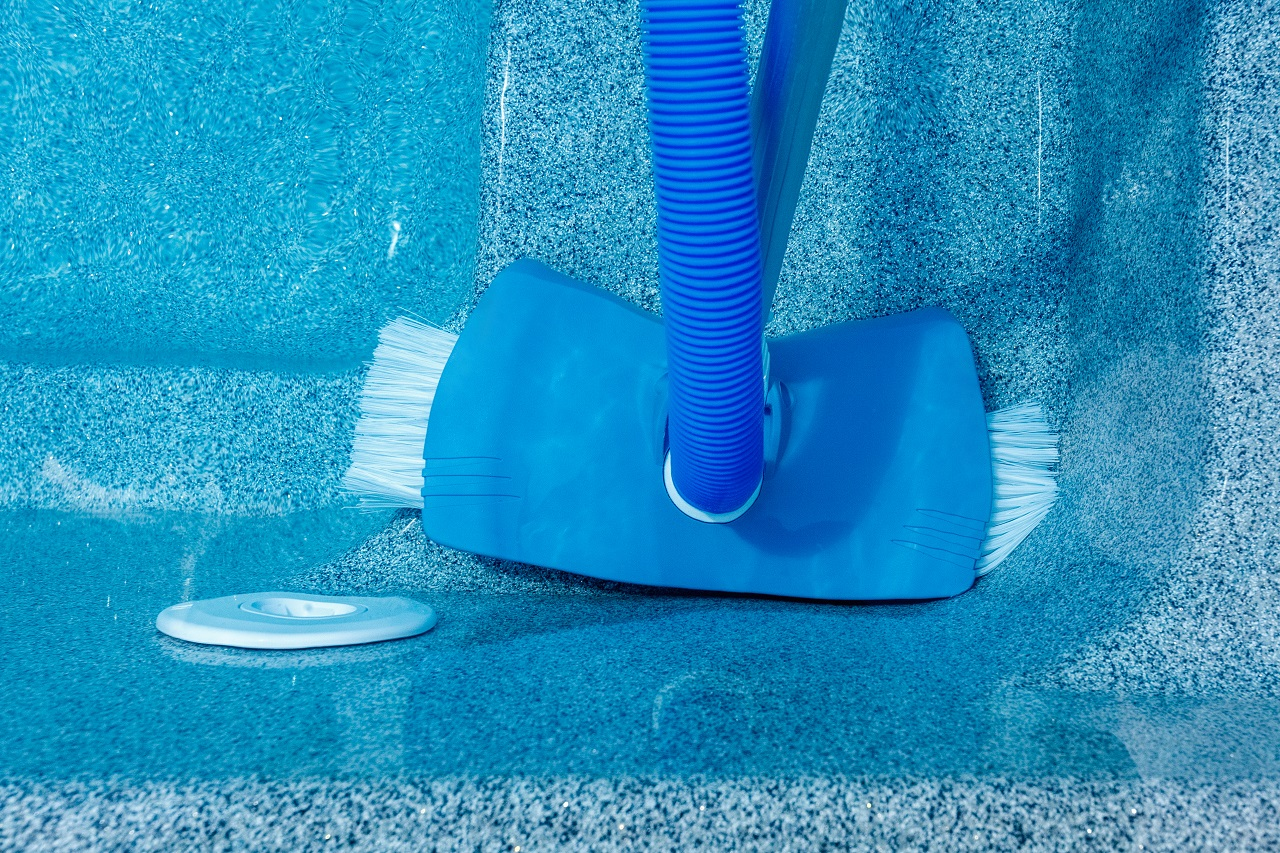 The-water-vacuum-cleaner-for-the-pool.-Care-of-the-pool.-How-to-clean-the-pool.-Underwater-vacuum-cleaner.-Pool-cleaning